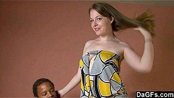 Хрупкой блондинке предстояло поделиться пенисом со своей мамкой