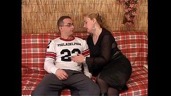 Буйный массаж продолжился знойным сексом