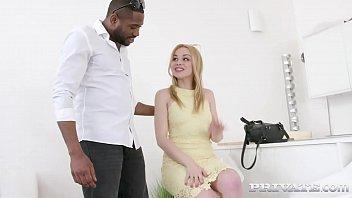 Пикапер привел новую девчушку в дом и трахнул