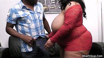 Обманутый муж наблюдает как супруга трахается с байкером