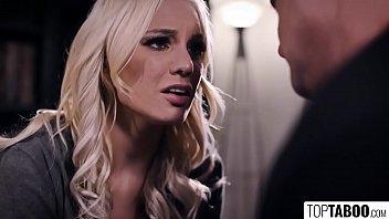 Секс с сладкой блондой на ночь смотря