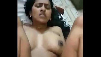 Хрупкая шлюха-латинка обнажается догола перед молодчиком и занимается с ним сексом