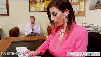 Учительница с большими сисяндрами искусила студента