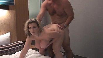 Разбавили интимный вечерок экзотикой занявшись вагинально-анальным трахом