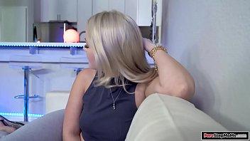 Хозяйка мулатка в латексе преобладает над белым мускулистым парнем
